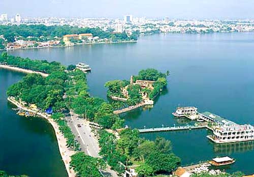 WEST LAKE – ROMANTIC PLACE FOR FOREIGNERS IN HANOI